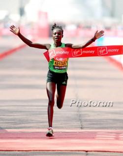 Mary Keitany triumphiert im Frühjahr 2011 beim Marathon durch die britische Hauptstadt. ©www.photorun.net