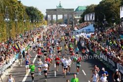 … auf dem Weg zum Ziel des Berlin-Marathons. ©www.PhotoRun.net