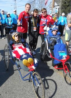 Dick, Rick und Uta am Start zusammen mit Ted Painter und Nick Draper. Ted und Nick liefen den Marathon in erstaunlichen 3:13:15 Stunden. ©Jay Foley