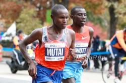 Geoffrey Mutai und Stanley Biwott. ©www.PhotoRun.net