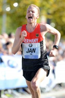 Jan Fitschen läuft erstmals unter 2:15 Stunden. ©BMW Berlin-Marathon/Jiro Mochizuki