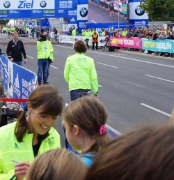 Am Ziel des Berlin-Marathons. © Take The Magic Step®