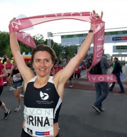Irina Mikitenko, hier zu sehen bei der Veranstaltung im vergangen Jahr, siegte beim 29. Avon Running Berliner Frauenlauf. ©SCC-Events/Camera4