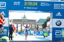 Gladys Cherono lief die schnellste Frauen-Marathonzeit auf einer rekordkonformen Strecke seit April 2012. ©www.PhotoRun.net