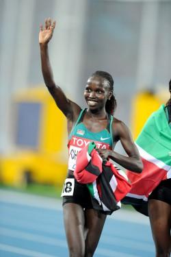 Vivian Cheruiyot feiert ihre Goldmedaillen. ©www.photorun.net