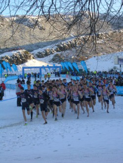 Winterliche Bedingungen herrschten in Edinburgh – hier kurz nach dem Start der ,Team-Challenge'. ©Take The Magic Step®