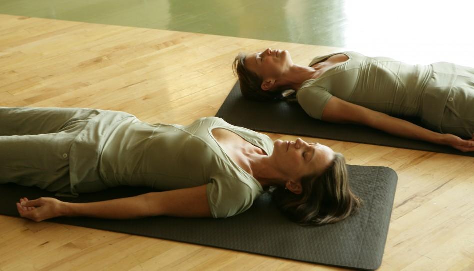 Grüße von Uta: Yoga-Pose der Woche – 15. Die Entspannung in Rückenlage