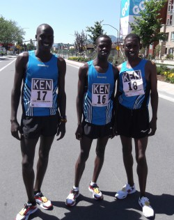 Kenianisches Team: Lani Rutto (links), Sieger Allan Kiprono (Mitte) und John Korir (rechts). © Take The Magic Step®