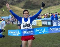 Der Spanier Ayad Lamdassem gewann das Männerrennen über 8 km in Edinburgh. ©Nova International