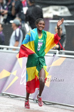 Tiki Gelana nach ihrem Sieg bei den Olympischen Spielen in London. ©www.PhotoRun.net