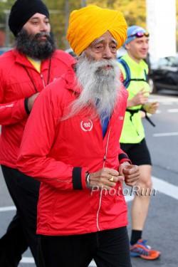 Fauja Singh beim Frankfurt-Marathon 2011. ©www.PhotoRun.net
