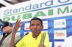 Haile Gebrselassie, hier zu sehen bei der Pressekonferenz des Dubai-Marathons 2010, zieht sich aus dem internationalen Sport zurück. ©www.photorun.net