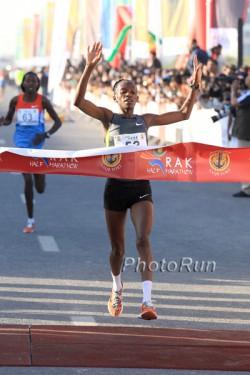 Lucy Kabuu lief in Ras Al Khaimah die zweitschnellste Zeit überhaupt. ©www.PhotoRun.net