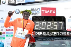 Dennis Kimetto who is standing next to his world-record marathon time in Berlin last year, will start in London. © www.PhotoRun.net