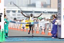 Dennis Kimetto, hier zu sehen beim Tokio-Marathon 2013, wird nach hervorragenden Leistungen in Berlin und Tokio nun in Chicago laufen. ©www.PhotoRun.net