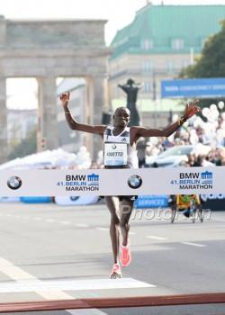 Dennis Kimetto gewinnt den Berlin-Marathon mit einem Weltrekord. ©www.PhotoRun.net