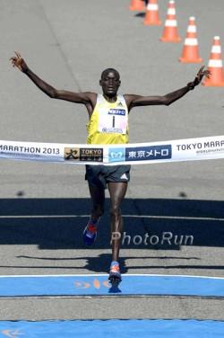 Dennis Kimetto, hier zu sehen beim Tokio-Marathon 2013, möchte nach Tokio und Chicago auch in Boston gewinnen. ©www.PhotoRun.net