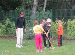 Zusammen mit den Kindern bei der Kinderhilfe. © Take The Magic Step