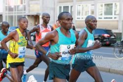 Eliud Kipchoge could run close to the world record in Rotterdam. ©www.PhotoRun.net
