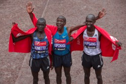 The three-way rivalry continues: last year Eliud Kipchoge won in London ahead of his Kenyan compatriots Wilson Kipsang and Dennis Kimetto. © Virgin Money London Marathon