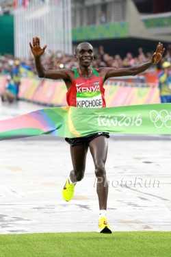 Eliud Kipchoge ist der neue Olympiasieger im Marathon. ©www.PhotoRun.net