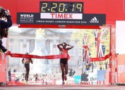 Edna Kiplagat wins the title in a thrilling finish. ©www.PhotoRun.net