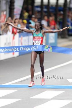 Edna Kiplagat gewinnt den WM-Marathon in Daegu. ©www.PhotoRun.net