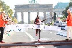 Florence Kiplagat siegte im Frauenrennen in 2:19:44Stunden. ©www.PhotoRun.net
