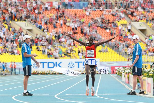 WM-Aktuell: Olympiasieger Stephen Kiprotich gewinnt Gold im Marathon