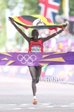 Stephen Kiprotich gewinnt den olympischen Marathon. ©www.PhotoRun.net