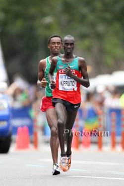 Die Gewinner der Silber- und Bronzemedaille: Vincent Kipruto und Feyisa Lelisa. ©www.PhotoRun.net