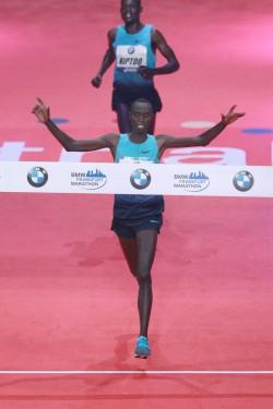 Vincent Kipruto siegte mit einer Sekunde Vorsprung vor dem Debütanten Mark Kiptoo. ©www.PhotoRun.net