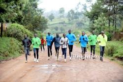 Wilson mit seiner Trainingsgruppe 2011 in Kenia. ©www.PhotoRun.net