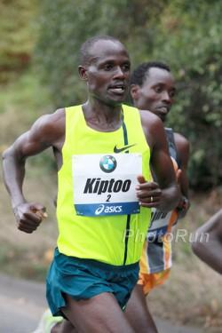 Der Sieger Mark Kiptoo entschied das Rennen erst auf den letzten zwei Kilometern für sich. ©www.PhotoRun.net