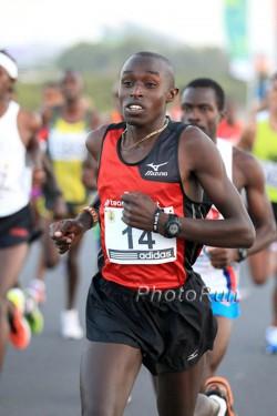 Edwin Kipyego, hier zu sehen beim Ras Al Khaimah-Halbmarathon, gewann im windigen Den Haag. ©www.PhotoRun.net