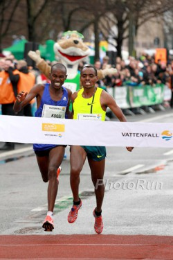 Birhanu Legese finished one second ahead of David Kogei (left). © www.PhotoRun.net