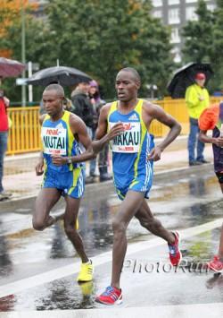 Patrick Makau und Geoffrey Mutai lieferten sich 2010 beim Berlin-Marathon ein Kopf-an-Kopf-Rennen bei Dauerregen und kühlen Temperaturen. ©www.photorun.net