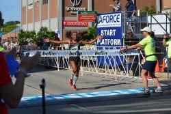 Meb Keflezighi siegte im Rennen der Männer. ©Bellin Run
