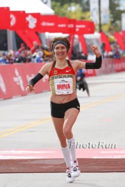 Irina Mikitenko, hier zu sehen beim Chicago-Marathon 2009, erreichte in Peuerbach Rang drei und blickt optimistisch auf das Olympiajahr 2012. ©www.photorun.net