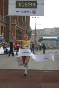 Sabrina Mockenhaupt läuft deutsche Jahresbestzeit in Berlin. ©Wolfgang Weising / Vattenfall Berliner Halbmarathon