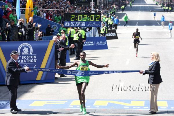 Geoffrey Mutai läuft sensationelle 2:03:02 Stunden in Boston