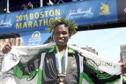 Nach seinem großartigen Erfolg beim Boston-Marathon 2011 strahlte Geoffrey vor Freude. ©www.photorun.net