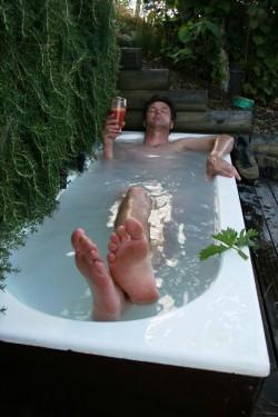 Ein Entspannungsbad kann Euch dabei helfen, körperlich und mental schneller erholt zu sein. ©Betty Shepherd