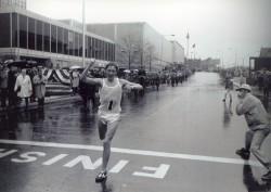 Ron Hill gewinnt den Boston-Marathon 1970. © Von der Boston Athletic Association zur Verfügung gestellt