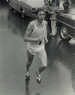 Kampf mit den Elementen – Ron beim Boston-Marathon 1970. © Boston Athletic Association