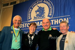 "Alvaro Mejia, Uta Pippig, Robert de Castella und Ron Hill (von links) beim ""Breakfast of Champions"" am Boston-Marathon-Wochenende. © www.photorun.net"
