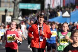 Uta lief am Samstag vor dem Rennen mit den Kids bei ihrem mini-Marathon. ©www.PhotoRun.net