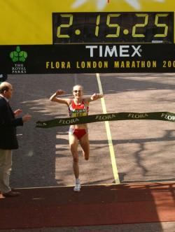 Paula Radcliffe gewann 2003 den London-Marathon in der nach wie vor aktuellen Weltrekordzeit von 2:15:25 Stunden. ©www.PhotoRun.net