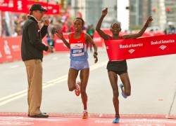 Atsede Baysa feierte ihren Triumph in Chicago. © Bank of America Chicago Marathon