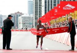 Tsegaye Kebede verbesserte den Streckenrekord um fast eine Minute. © Bank of America Chicago Marathon